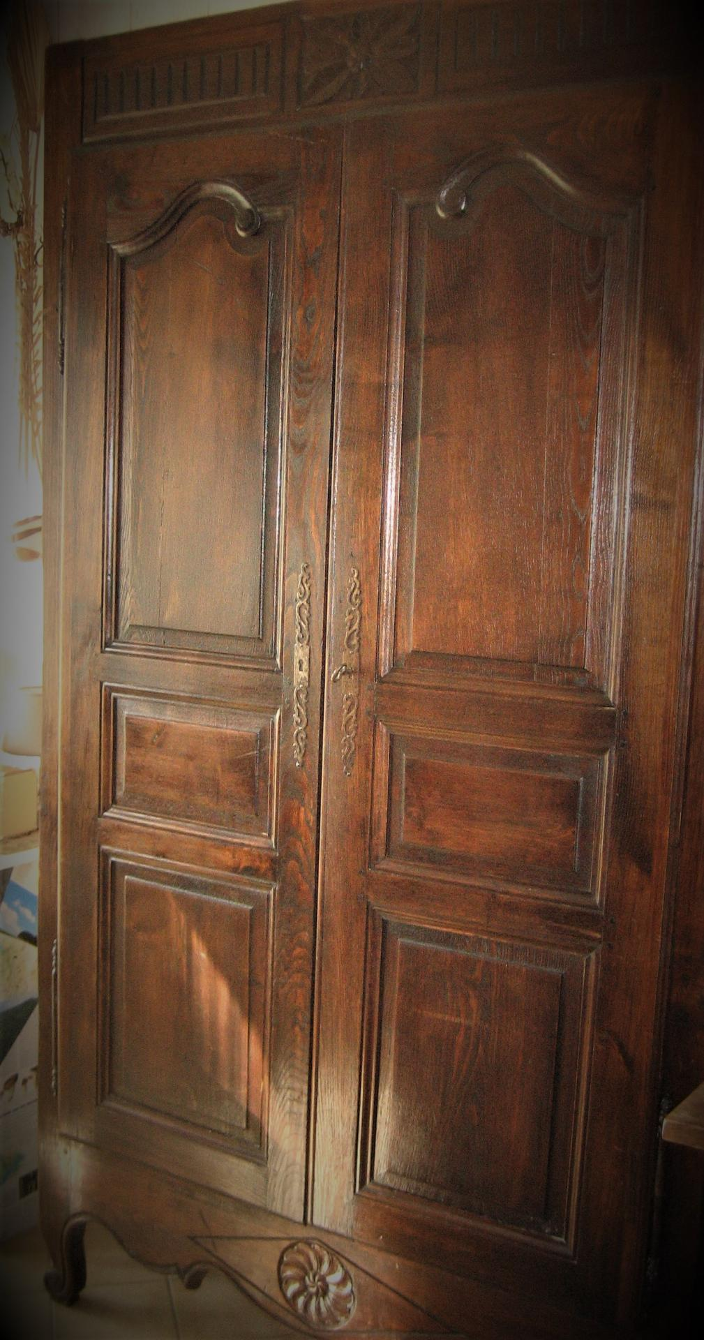 comment restaurer une armoire ancienne affordable relooker armoire ancienne relooker armoire. Black Bedroom Furniture Sets. Home Design Ideas