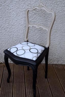 Chaise beige et noire