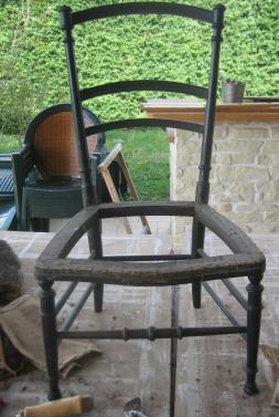 Chaise degarnie