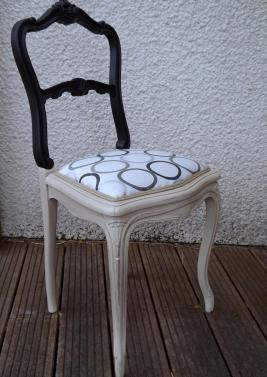 Chaise noire et beige