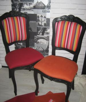Chaises colorees