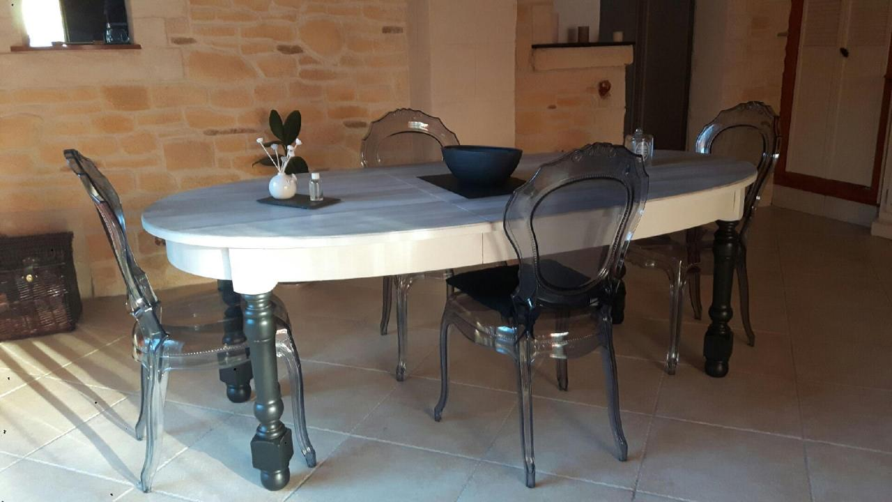 Table avec chaises style baroque